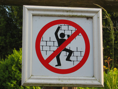 No climbing sign at Leeds Castle