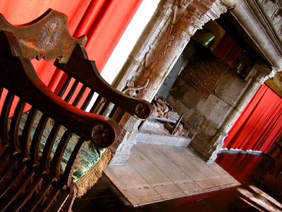 Fireplace in Henry VIII Banqueting Hall, Leeds Castle